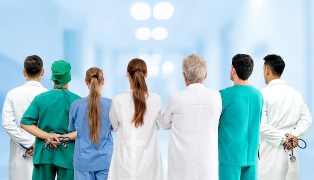 医者は病院で働いています。ヘルスケアと医療サービス