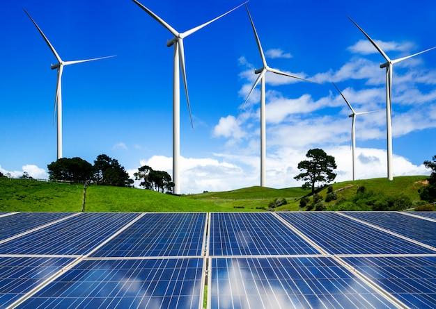 ソーラーパネルと風力タービンファームのクリーンエネルギー。