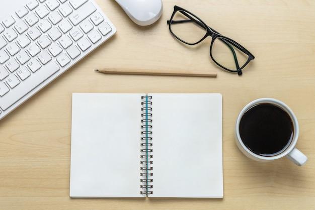 Офисный стол рабочей области и таблицы фон.
