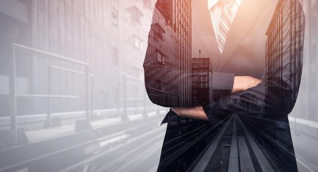事業者の二重露出の背景