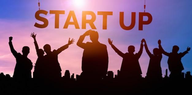 創造的な人々の概念のビジネスを開始