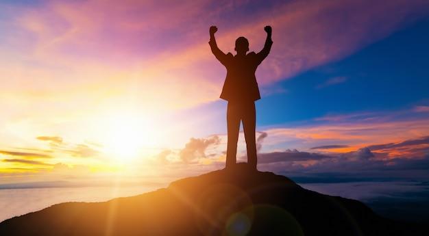 達成とビジネス目標の成功の概念。