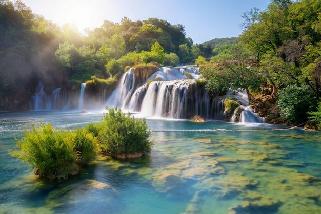 クロアチア、クルカ川のクルカ滝。