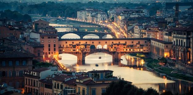 フィレンツェ-イタリアのヴェッキオ橋