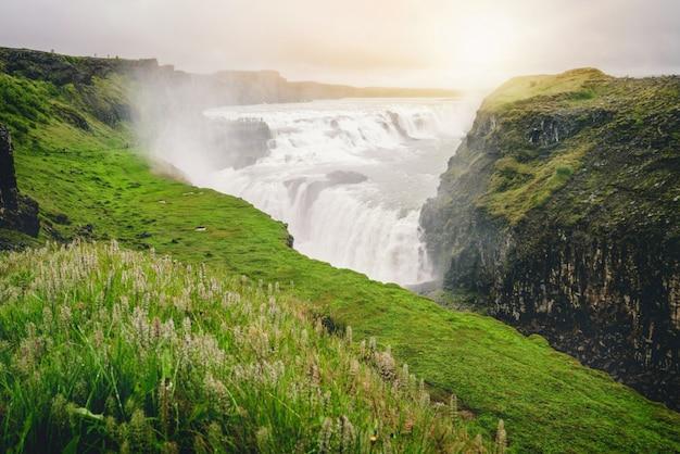 アイスランドのグトルフォスの滝の風景。