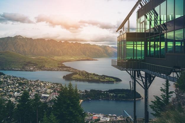 Квинстаун, новая зеландия в панорамном виде.