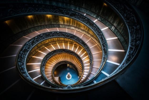Лестница в музеях ватикана, ватикан, рим, италия