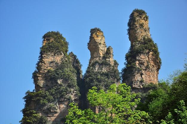 自然の山の形成