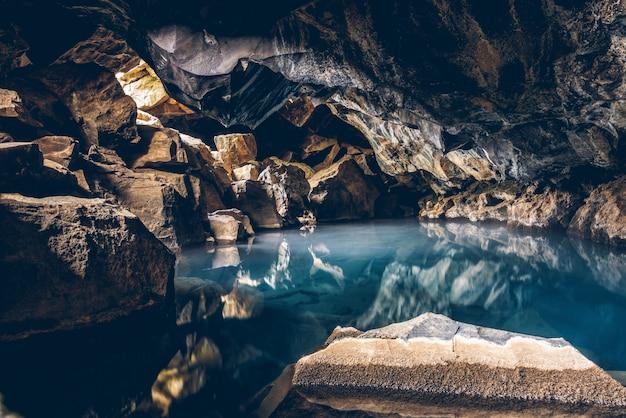 Пещера гротажья горячий источник исландия