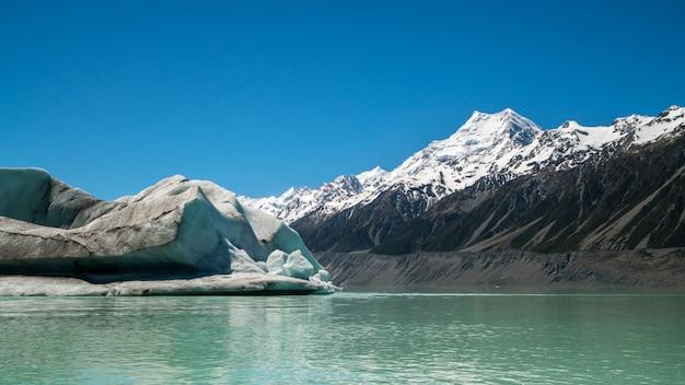 Гора кука, вид с озера тасман, новая зеландия