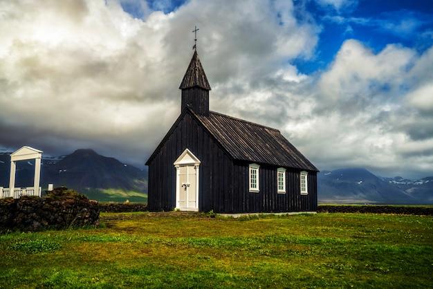 アイスランドのスナイフェルスネス半島のブダキルチャ。