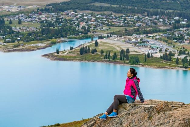 Женщина путника озера