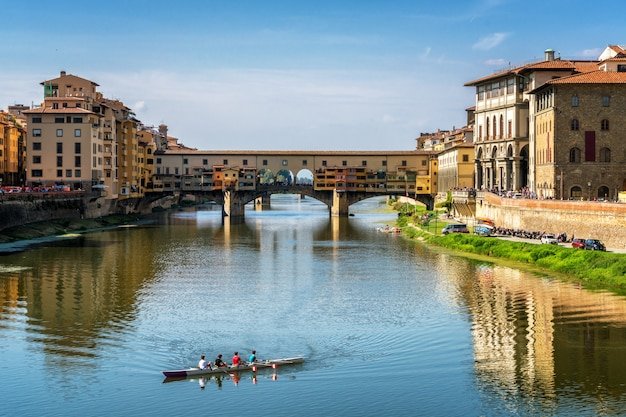 Мост понте веккио во флоренции - италия
