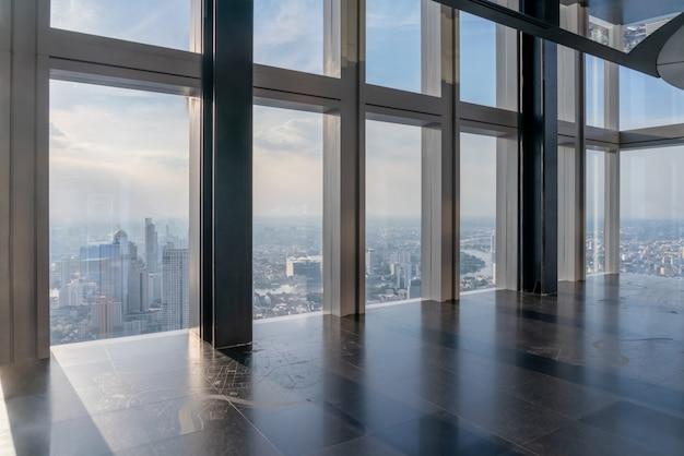 ダウンタウンの空のオフィスインテリアの背景。