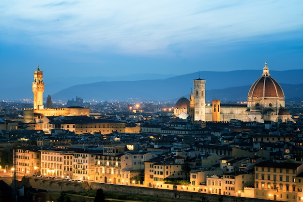 Флорентийский собор ночью во флоренции - италия