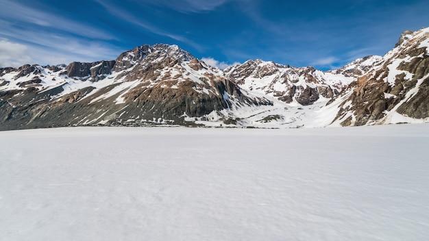 雪山の冬の風景。
