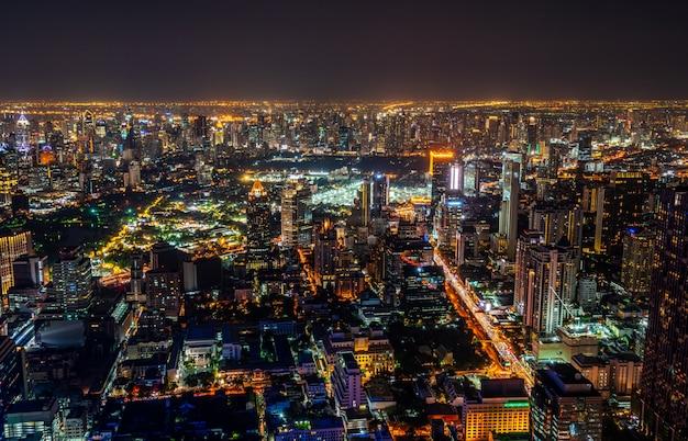 タイのバンコク市の街並みとスカイライン。