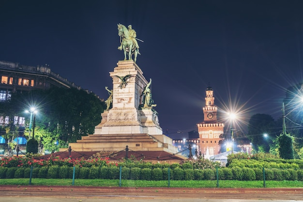 イタリア、ミラノのジュゼッペガリバルディ記念碑