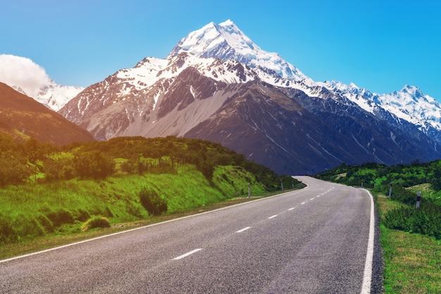 ニュージーランド、マウントクックへの道。