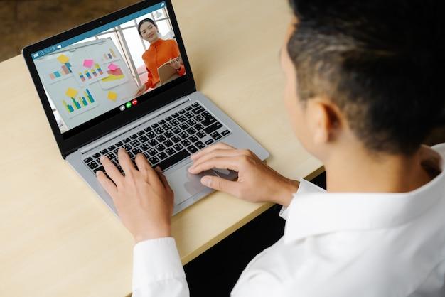 Электронное обучение и онлайн бизнес-презентация встречи концепции.