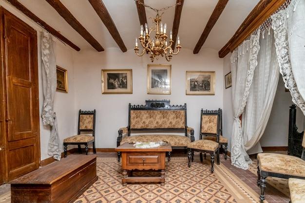 Усадебная комната древнего дворца