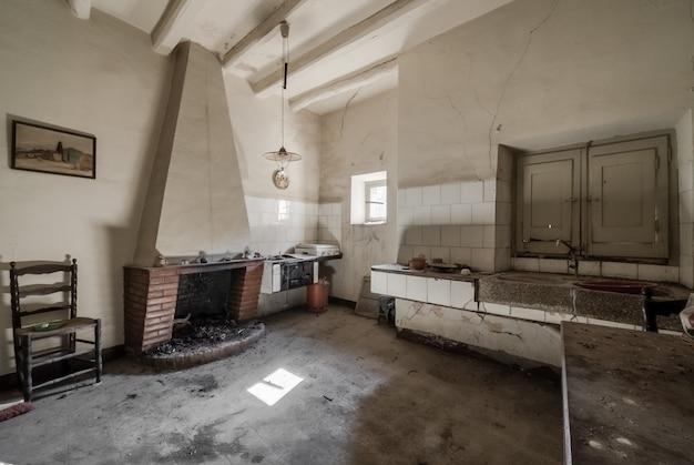古い家のキッチン