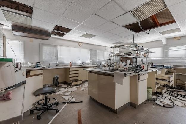 Разрушенная лаборатория