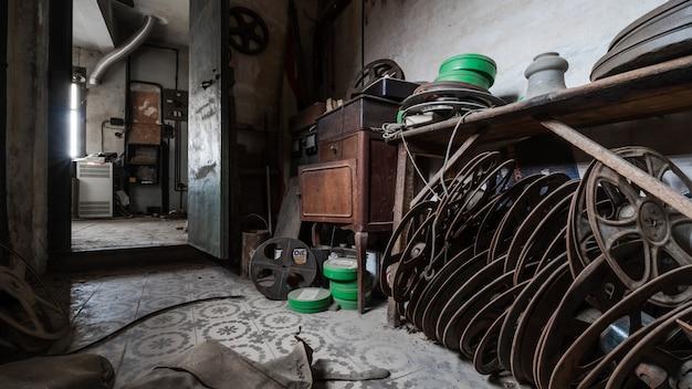 古い映画フィルムの古い倉庫