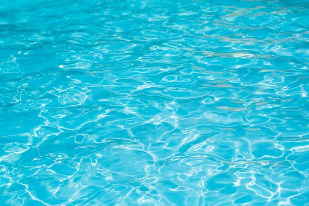 Замечательная голубая и яркая рябь воды