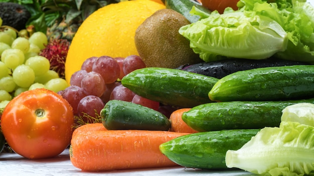熱帯の新鮮な果物と野菜
