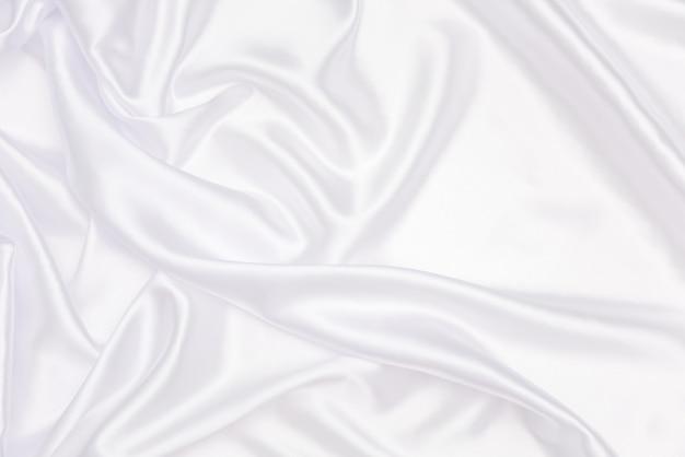 抽象とデザインのための白いサテンのくしゃくしゃ