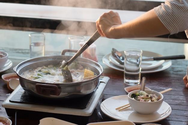 Японская кухня с горячим горшком