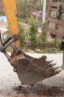 掘削機のバケツ。