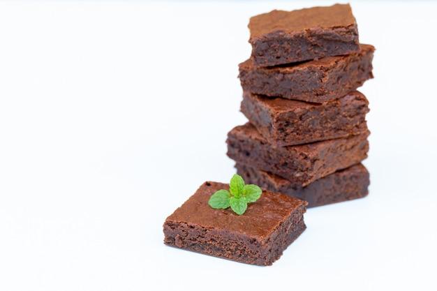コピースペースと自家製チョコレートブラウニーを閉じる