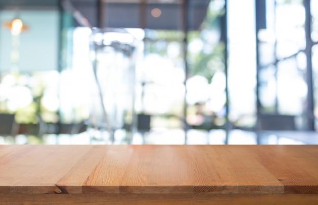 抽象的なコーヒーショップのぼやけと木製のテーブル