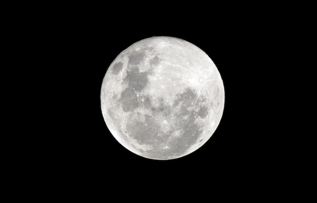 暗い夜の満月