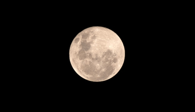 暗い夜に満月