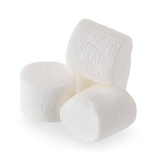 白い背景に分離されたふわふわの白いマシュマロ