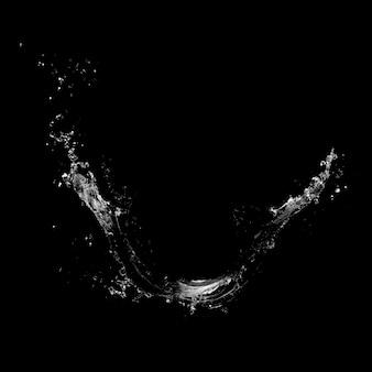 黒の背景に分離された水しぶき。