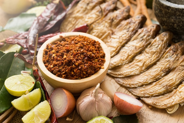 タイ料理の調味料調理材料。スパイス成分チリペッパーニンニク。