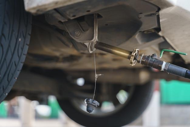 Заправка автогаза сжиженным нефтяным газом или сжиженным нефтяным газом