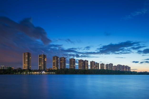 建物と青空の景色