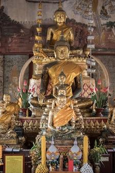 タイの寺院にある仏