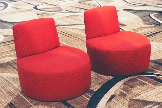 ビジネスセンターに位置する居心地の良いソファ付きの現代的なラウンジゾーン