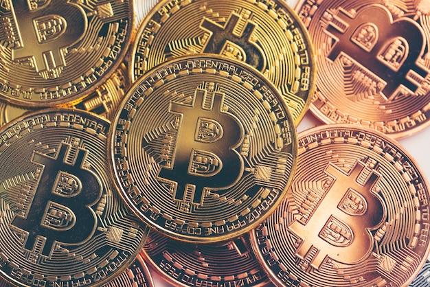 Концепция успеха бизнеса и денег с биткойнами