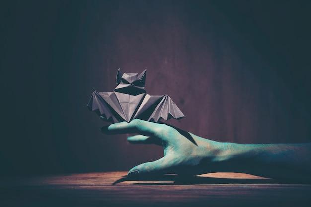 ハロウィーンのゴーストの手、ハロウィンのコンセプトのアートの絵