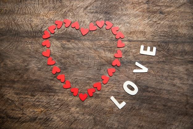 バレンタインデーの背景にハート、ビンテージフィルター画像