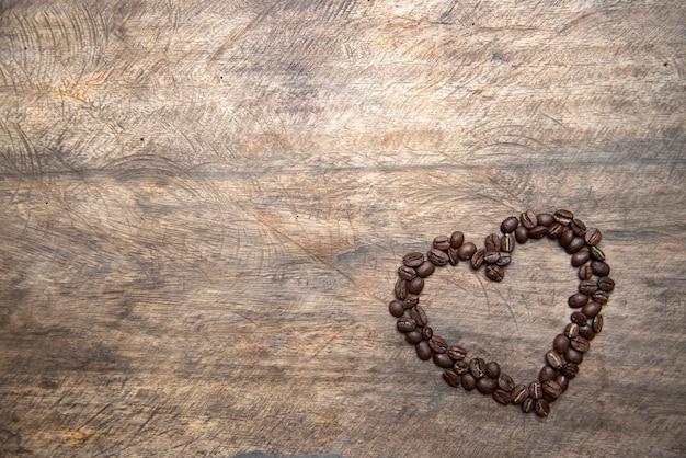 Кофейные зерна в форме сердца, концепция валентина