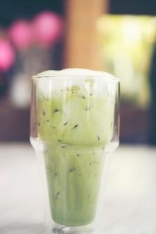 ホイップクリームとクールな緑茶