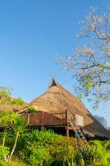 アジアの屋根茅葺きに使用されているネイティブフォーマットの家。
